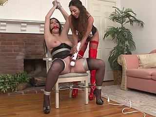 Lesbians chairtied and vibed