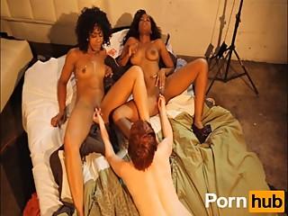 photoshoot turns to lesbian 3sum