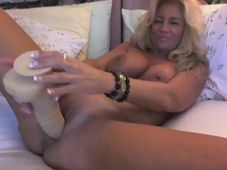atemberaubende Blondine reifen auf cam
