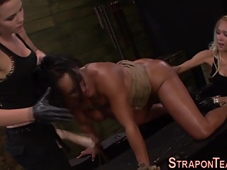 Fetish mistress bang les