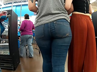 Thick lesbian booty & thighs tight jeans