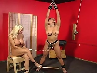 LesbinaDom BDSM