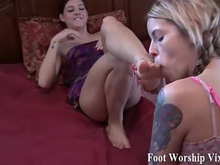 Sadie worships Bellas beautiful feet