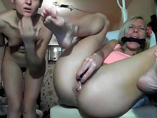 4 finger in her asshole
