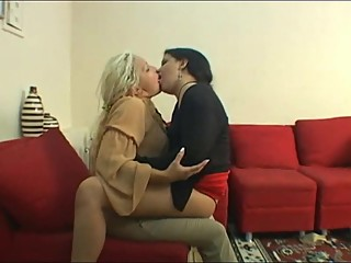 Lesbo waiting-kissing room
