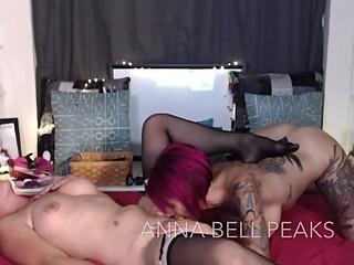 Girl On Girl Pussy Licking Dildo Show
